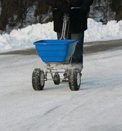 streuwagen-winter-eisglaette