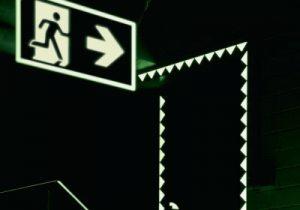 Hohe Fluchtwegkennzeichnung