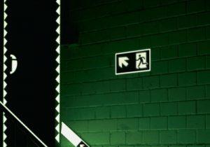 Mittelhohe Fluchtwegkennzeichnung
