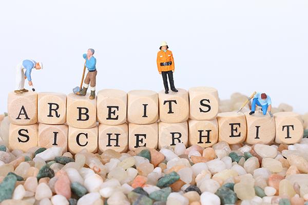 Wortdarstellung Arbeitssicherheit mit Buchstabenwürfeln